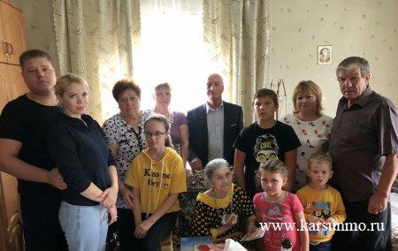 В Карсунском районе поздравили труженика тыла с юбилеем.